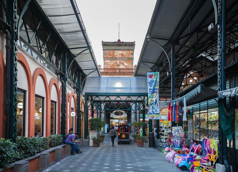 rquitectura_Antiguo_Mercado_de_la_Victoria,_Puebla,_México_inerior del mercado rehabilitado