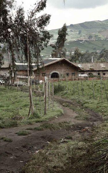 arquitectura-rehabilitación -de-un-establo-ecuador_al borde- vista general rehabilitada