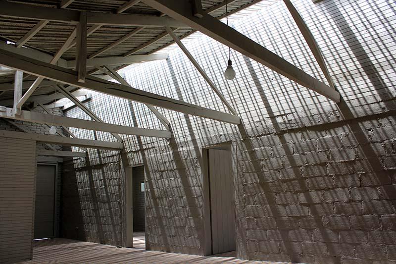 arquitectura-rehabilitación -de-un-establo-ecuador_al borde- paramentos interiores pintados