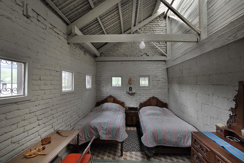 arquitectura-rehabilitación -de-un-establo-ecuador_al borde- vista de dormitorio