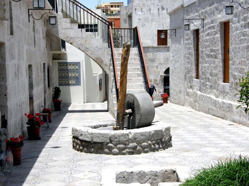 Arquitectura-T-CABEZONA-patio 1 escalera