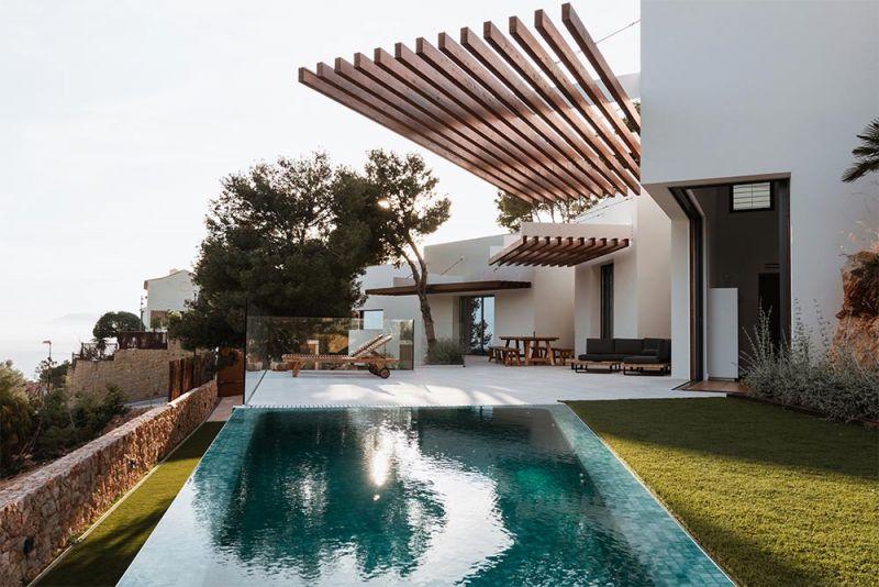 arquitectura vivienda entrepinares piscina desbordante bahia malaga