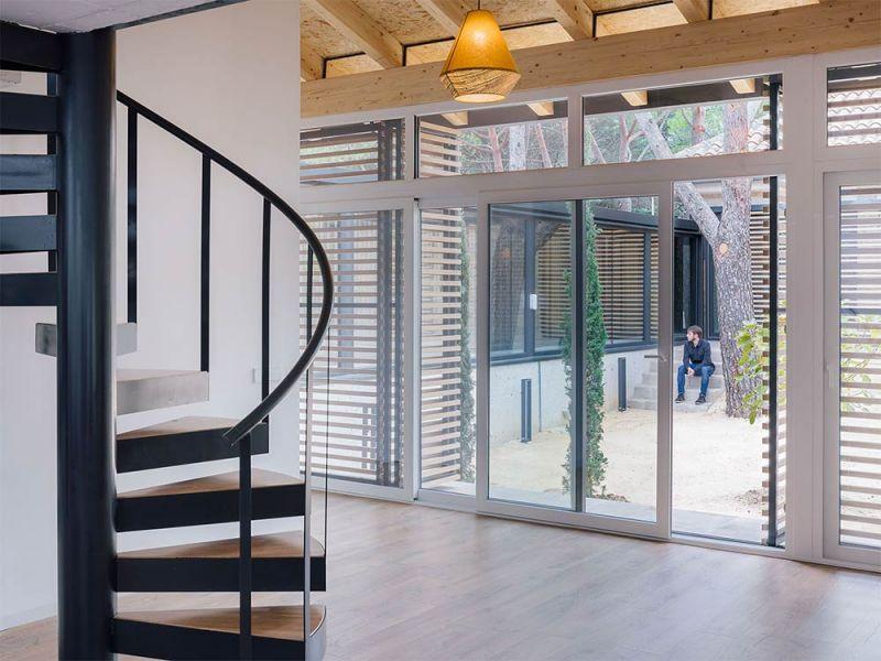 arquitectura casa oma fotografia interior escalera metalica caracol
