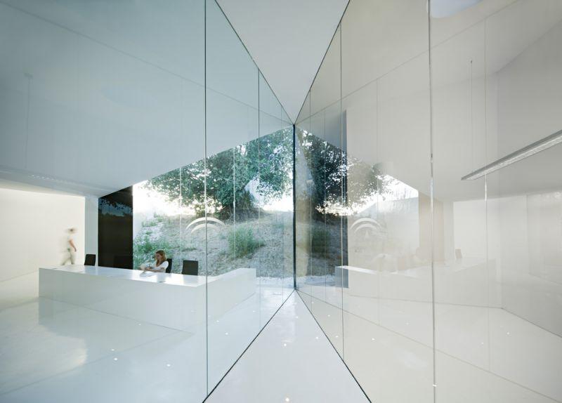 arquitectura centro de biodiversidad agricola loja interior vidrio transparente despachos