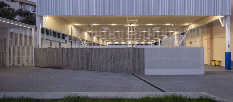 arquitectura equipo olivares cubierta ligera colegio hispano ingles foto acceso noche