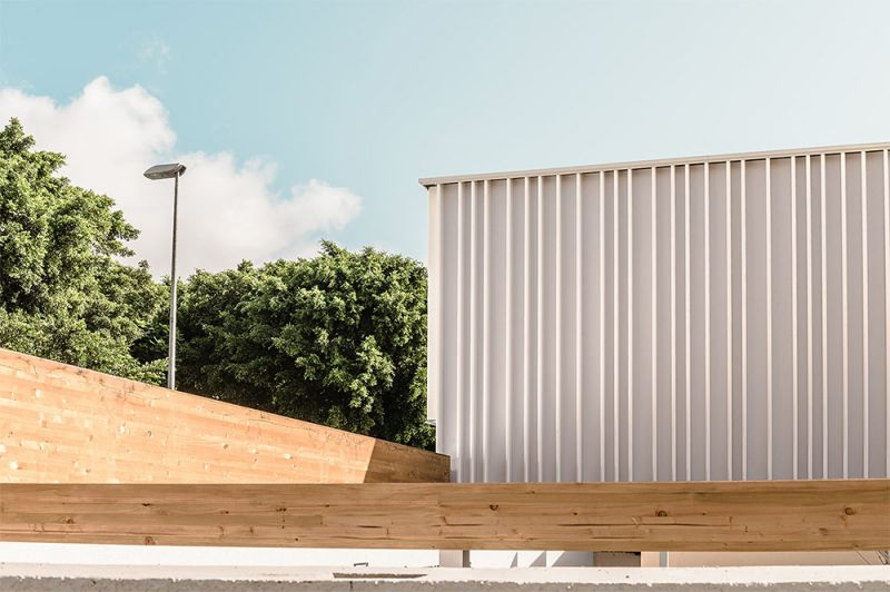 arquitectura equipo olivares cubierta ligera colegio hispano ingles foto exterior acera entrada principal detalles