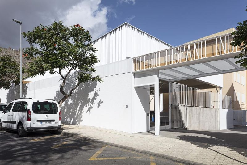 arquitectura equipo olivares cubierta ligera colegio hispano ingles foto exterior acera entrada principal