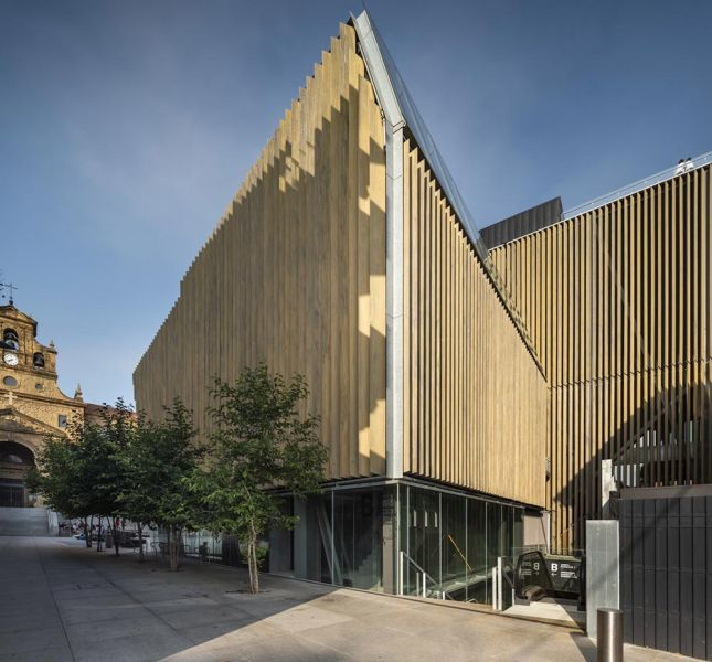 arquitectura muxikebarri fachada de madera laminada roble