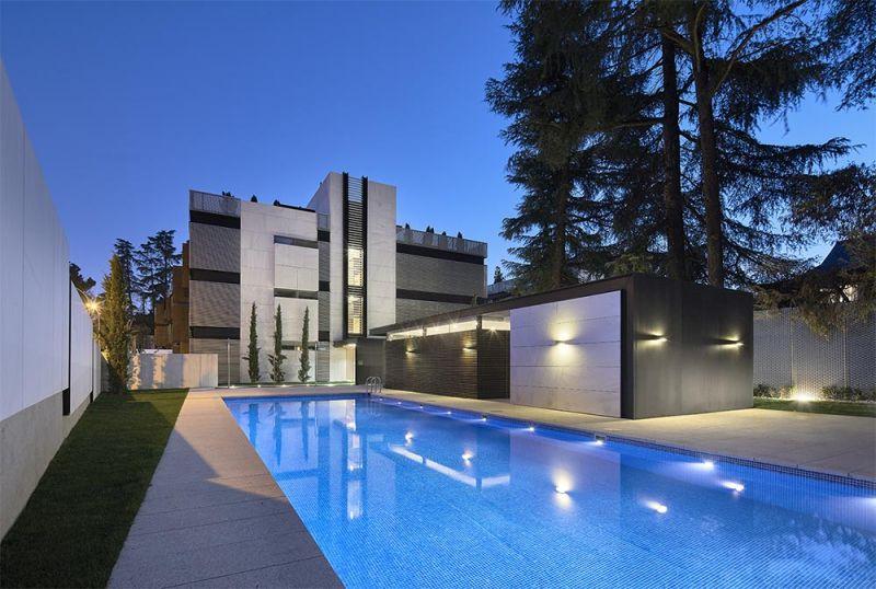 arquitectura edificio madrigal 16 bueso inchausti & rein piscina alzado trasero