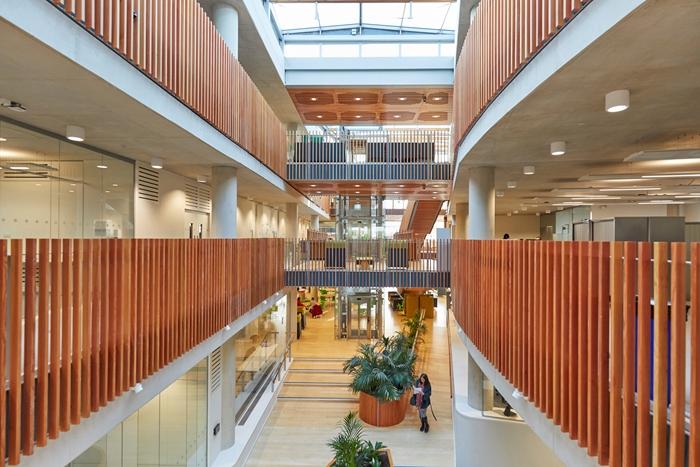 arquitectura_ Alder  Hospital_atrio