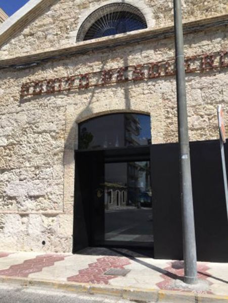 Arquitectura almacenPesquero_Santa Pola_Estudio_imagen de porton
