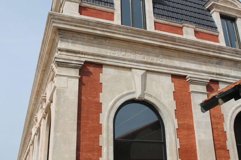 Arquitectura_ Antigua Estación Burgos_ detalle de cerámica  de cubierta