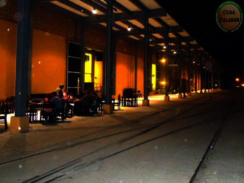 Arquitectura_Antiguo-Almacen-de-la-Madera-y-el-Tabaco-imagen nocturna