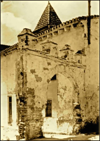 Arquitectura finca de la Torreta, tejado piramidal