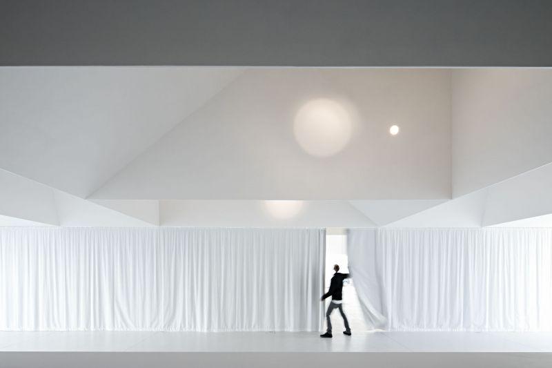 arquitectura_Aries Mateus_centro reuniones_cortinas
