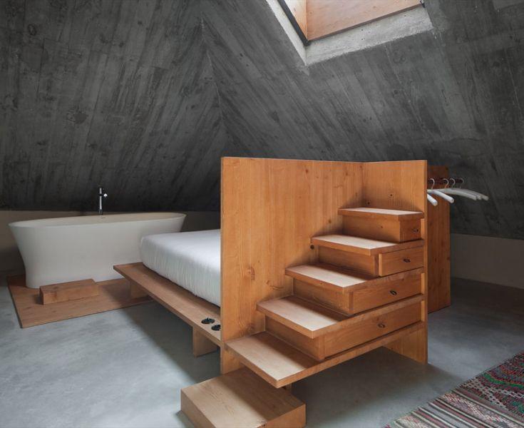 Arquitectura_ARMAZEM_LUXUR_cuarto de baño y techo abuardillado