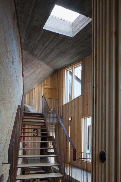 Arquitectura_Hotel armazem_imagen escalera iluminacion