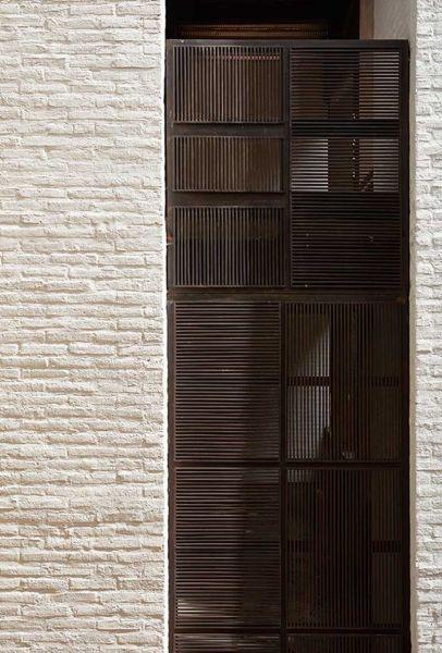 Arquitectura _artesanias_Claustro de Nuestra Señora de Las Aguas_colombia_detalle de maeriles de fachada ampliación
