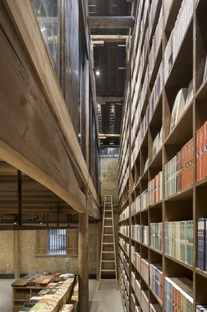 arquitectura_azl_librairie_avant-garde_estantería doble altura
