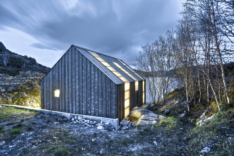 Arquitectura_barco casa TYIN tegnestue _vista nocturna iluminado