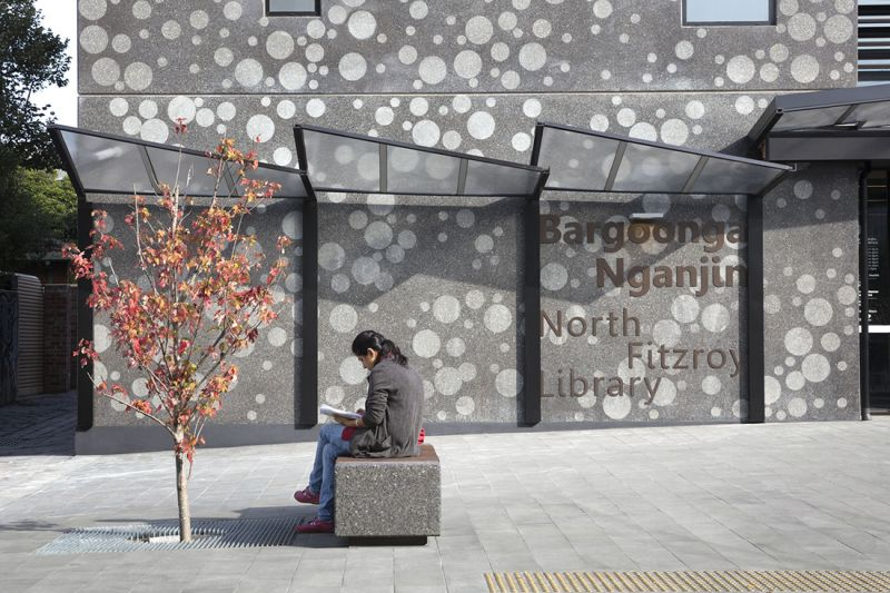 arquitectura_biblioteca_Bargoonga-Njanjin_detalle acceso