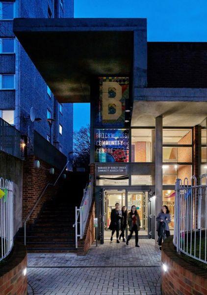 arquitectura_brickworks_acceso centro social