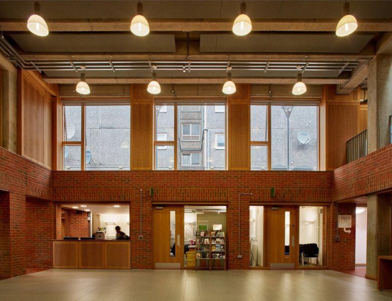 arquitectura_brickworks_hall centro social