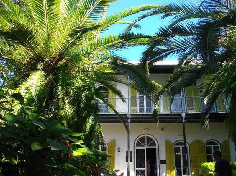 Arquitectura_casa E Hemingway_ imagen jardin y acceso