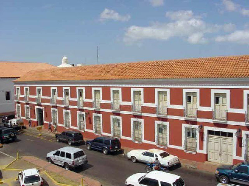 fotos de fachadas de casas sencillas en venezuela Arquitectura Colonial Casa De Las 100 Ventanas Coro