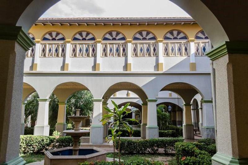 Arquitectura_Casa_de_las_100_ventanas_ interior del patio