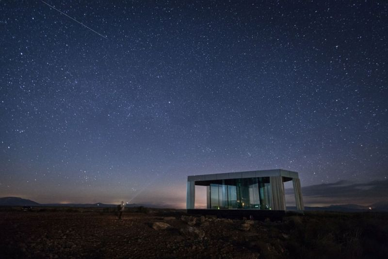 arquitectura la casa del desierto ofis architects guardian glass black mirror casa noche