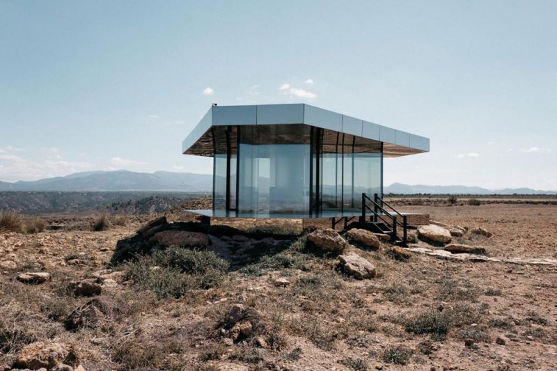 arquitectura la casa del desierto ofis architects guardian glass black mirror casa exterior