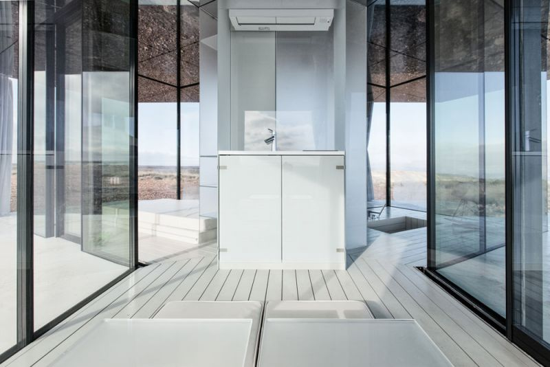 arquitectura la casa del desierto ofis architects guardian glass black mirror casa interior baño