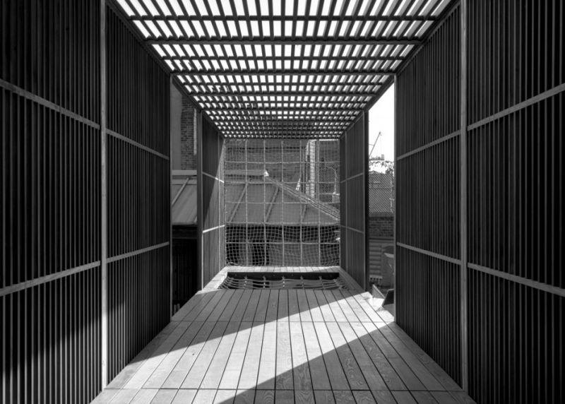 arquitectura_casa_elevada_chisenhale_asif_khan_10.jpg
