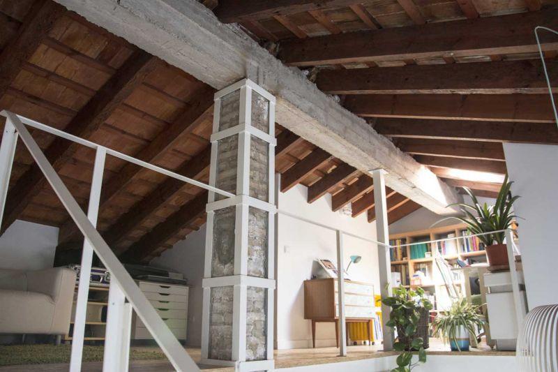 Casa LD de Miguel Torres Aranda + Estudio Veinteporveinte en el cabañal Valencia fotografia cubierta viga