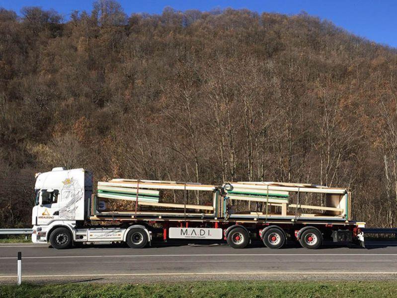 ARQUITECTURA_CASA MADI_ trailer de transporte