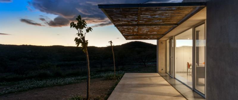 arquitectura, arquitecto, diseño, design, vivienda, sostenible, España, sostenibilidad, ecología, energía renovable, energía limpia, MCP ARQUITECTURA, Fotografía Joan Roig, CASA M+J, Un refugio suficiente
