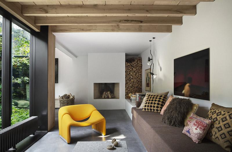 Arquitectura_Casa para Peter Krasilnikoff_ventanales a patio y pavimento hormigón pulido