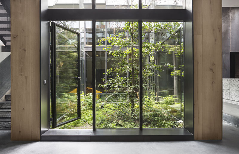 Arquitectura_Casa para Peter Krasilnikoff_ imagen cristalera a patio