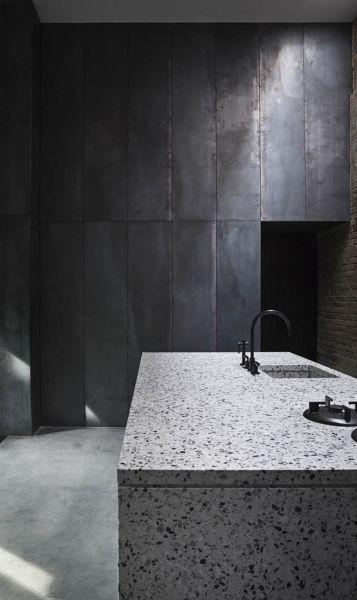 Arquitectura_Casa para Peter Krasilnikoff_ imagen granito en estancia humeda