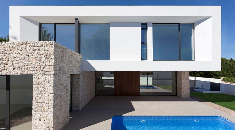 arquitectura casa wedge antonio altarriba CHE fotografía de Diego Opazo exterior frontal alzado piscina