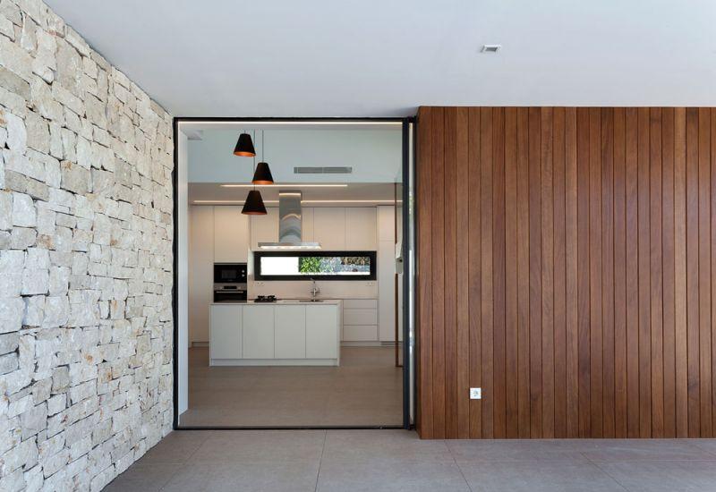 arquitectura casa wedge antonio altarriba CHE fotografía de Diego Opazo interior acceso porche