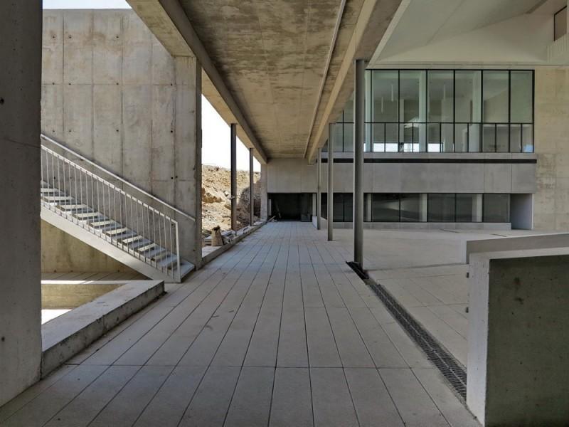 arquitectura_cayuelas_interior_cubierto.jpg
