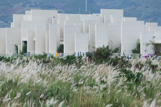 arquitectura CAZA_100 Walls Church_imagen exterior