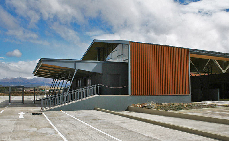arquitectura_Centro Huemules_chile-vista de acceso vehiculos