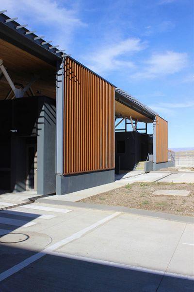 arquitectura_Centro Huemules_chile- vista de puertas de acceso
