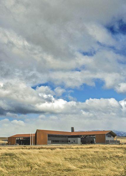 arquitectura_Centro Huemules_chile_vista edificio y  de la zona patagonia