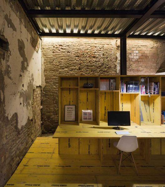 arquitectura ciclo de entrevistas de arquitectura y empresa CUAC arquitectura san jeronimo 17 foto estante mesa