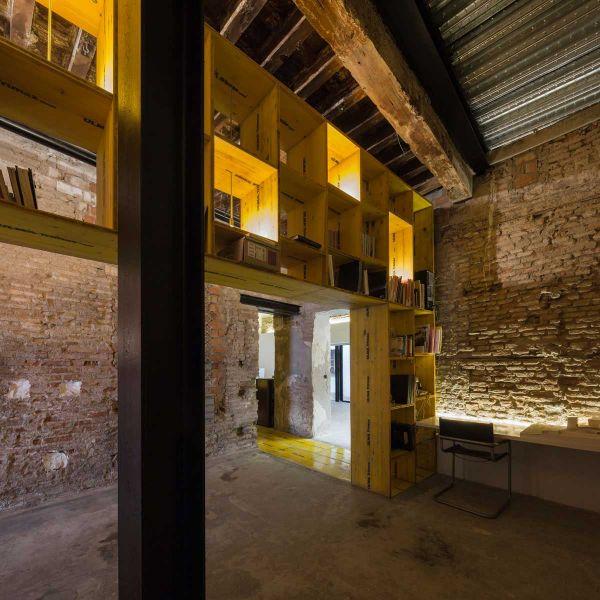 arquitectura ciclo de entrevistas de arquitectura y empresa CUAC arquitectura san jeronimo 17 foto estanteria estudio