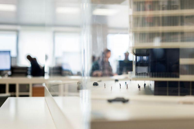 arquitectura y empresa ciclo de entrevistas exclusivas ingennus torre zaragoza maqueta oficina